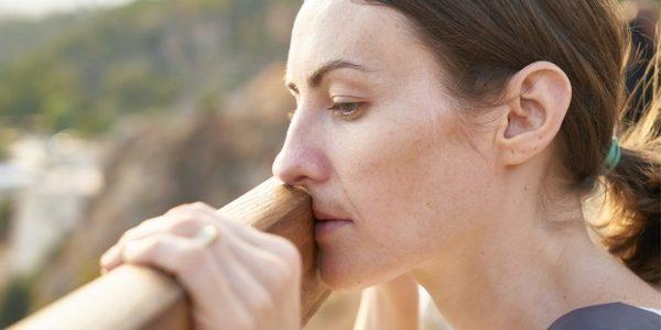 timidité- phobie sociale - Réprimer ses émotions et maladies- femme angoisse- Votre transformation spectaculaire par la libération émotionnelle, le nettoyage des blessures du passé et des croyances négatives.NERTI, EMDR, Kinésiologie